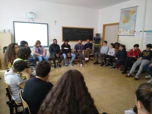 """A scuola di accoglienza: si conclude il progetto """"Diverso come me"""" effettuato nelle scuole medie di Vado"""