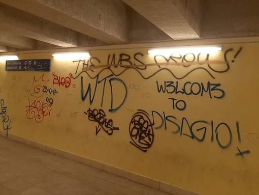 """""""Welcome to disagio"""": degrado nel corridoio della stazione di Savona (FOTO)"""