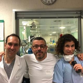 Al centro della foto il dottor Brunello Brunetto (foto tratta da Facebook)
