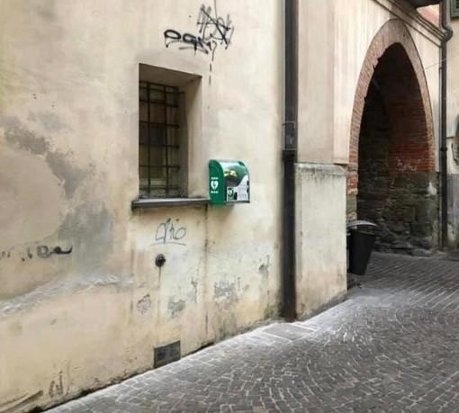 A Cairo Montenotte un nuovo defibrillatore nel centro storico (FOTO)
