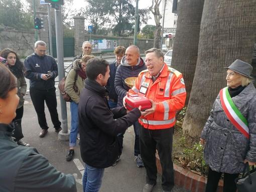 Albisola, consegnato alla Croce Verde un nuovo defibrillatore in ricordo di Daniele Perra (FOTO)