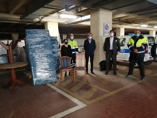 Albenga, dal Lions Club mobili per le case di emergenza per famiglie bisognose