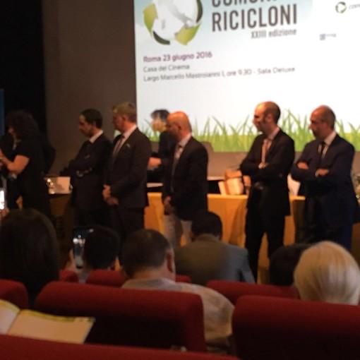 """Dego si aggiudica il premio """"Comune Riciclone 2016"""" (VIDEO)"""