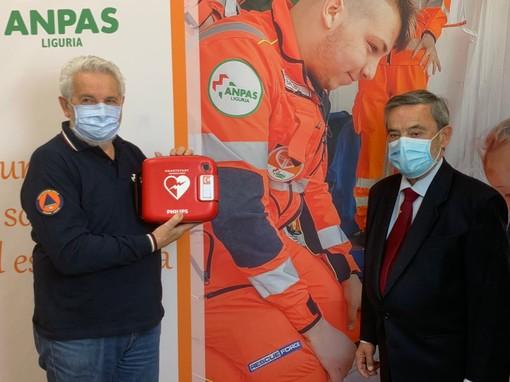 """La fondazione """"Una Mano per gli altri"""" dona ad Anpas Liguria 70 defibrillatori"""