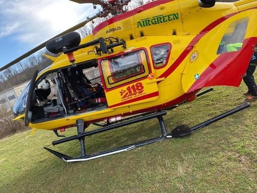 Cade con la moto a Calizzano: trasportato in elicottero al Santa Corona
