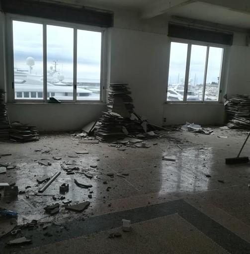 """Ex cantieri Baglietto a Varazze, via alle operazioni di """"strip out"""": a fine aprile la demolizione della palazzina (FOTO)"""