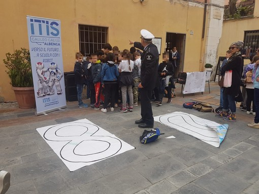 Albenga, il centro storico diventa un circuito per insegnare ai bambini l'educazione stradale