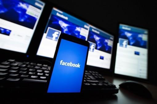 """Facebook e Instagram in """"down"""": fioccano le segnalazioni"""