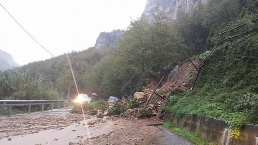 Finale Ligure, frane in tutto il territorio: chiusa l'Aurelia al Porto, la Provinciale del Melogno, per Feglino e l'Autostrada