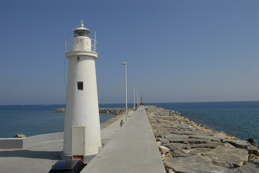 Nascerà ad Albisola la Madonnina votiva al faro bianco di Porto Maurizio: 75 anni fa il direttore dei lavori si salvò miracolosamente dall'annegamento