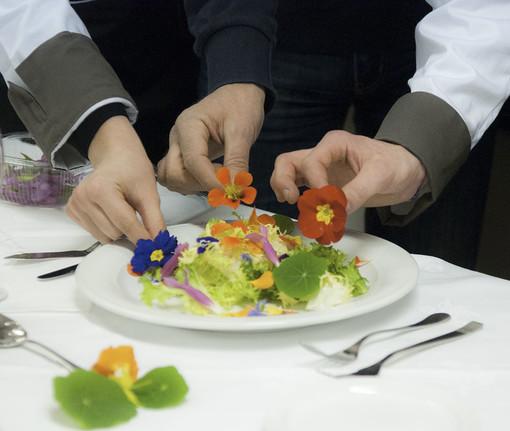 Albenga: i fiori eduli, una realtà in crescita nell'economia agricola