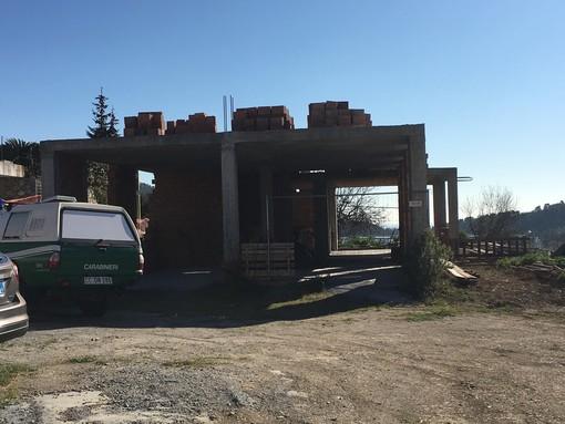 Controlli serrati dei Carabinieri Forestali a Cisano e Zuccarello sulle costruzioni abusive in aree agricole