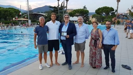 Loano, al PalaGarassini la festa per il campione del mondo di pallanuoto Matteo Aicardi