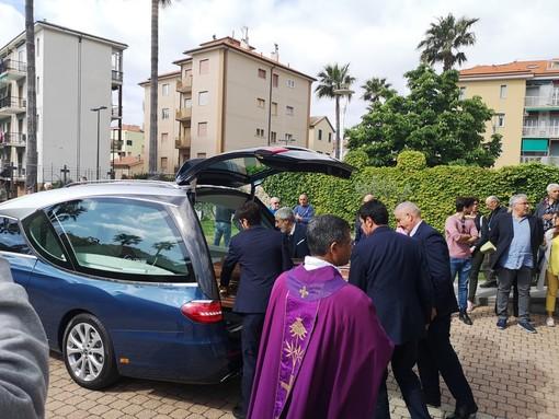 """Celebrati a Borgio Verezzi i funerali del Cavalier Giovanni Dentella: """"Ha reso la sua vita utile all'umanità e al paese"""""""