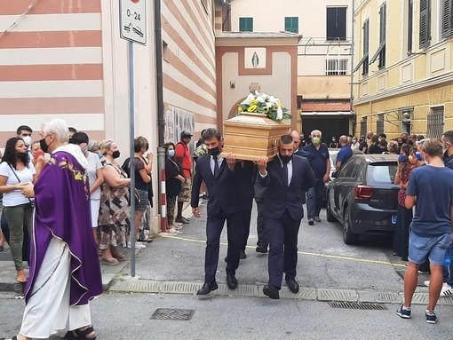 Varazze, l'ultimo commosso saluto alla 39enne Eleonora Ghigliazza (FOTO)