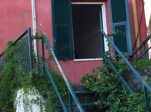 """Blitz nell'ex ospedale di Alassio: il sindaco segnala """"bivacchi"""" abusivi"""