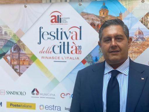 """Festival delle città, Toti: """"Infrastrutture tema del paese. Giusto fare debito, ma servono leggi, semplificazione e una visione"""""""