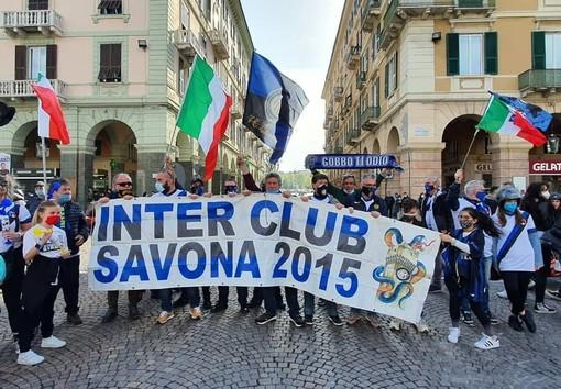 È gioia Inter anche a Savona, in piazza Mameli la festa scudetto