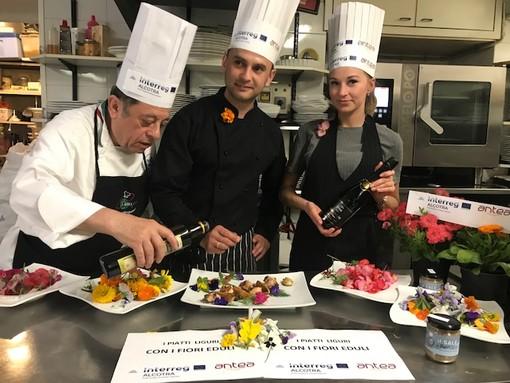 """Chef e Maitre russi a scuola di cucina con Renato Grasso: protagonisti i fiori eduli """"Made in Liguria"""""""