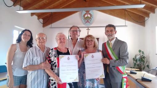 Da ben tre generazioni in vacanza a Pietra Ligure: la famiglia Re Fraschini - Zanoni premiata dal sindaco Valeriani