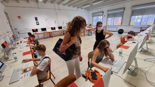 """L'assessore regionale Cavo durante l'appuntamento di """"Orientamenti Summer"""" a Savona"""