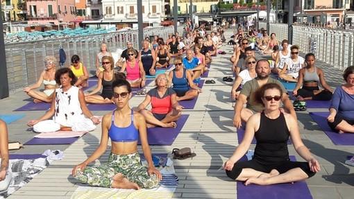 Alassio e Free Yoga: in 10.000 per lo yoga gratuito