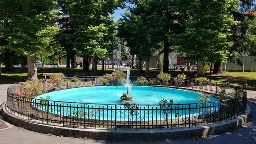 Millesimo, la fontana dei giardini comunali torna a splendere: terminati i lavori di manutenzione (FOTO)