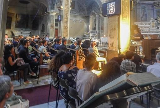 Una folla commossa al funerale di Marzia Sari a Savona