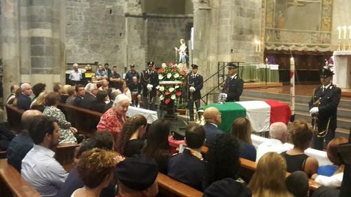 L'ultimo saluto a Diego Turra: funerali di Stato ad Albenga (FOTO e VIDEO)