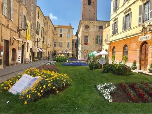 Fior d'Albenga, l'aiuola di piazza San Michele resterà fino al 19 maggio