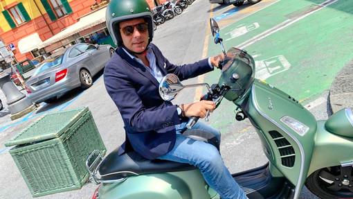 Autostrade in tilt? Carlo Bagnasco sceglie la Vespa per il suo tour nel Ponente ligure