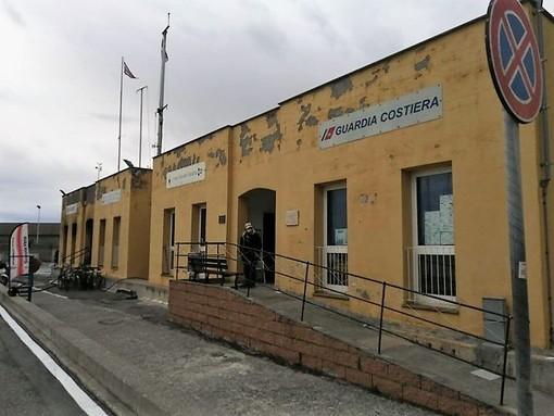 Accoltella colleghi e dà fuoco agli uffici: paura nel porto di Finale Ligure (FOTO e VIDEO)