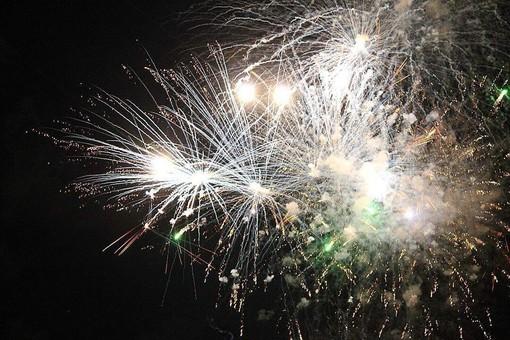 Alassio annulla i fuochi d'artificio e gli spettacoli in solidarietà alle vittime del crollo del ponte di Genova