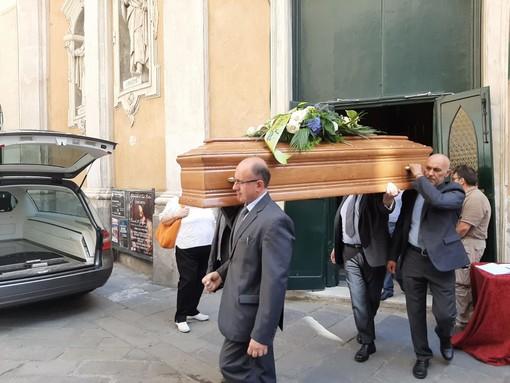 Savona, l'ultimo commosso saluto al dottor Paolo Cavaliere (FOTO)