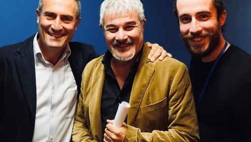"""Le voci più belle della tv e del cinema italiano nel nuovo film scritto e diretto da Andrea Walts: un vero """"atto d'amore"""" verso il doppiaggio"""