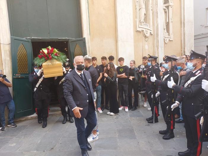 Savona, l'ultimo commosso saluto all'appuntato scelto dei carabinieri Carlo Gaeta