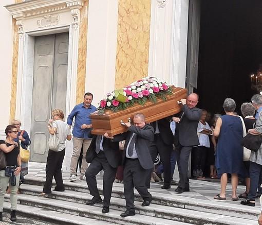 """Albisola, l'ultimo commosso saluto a Giovanna """"Pupi"""" Rolandi"""