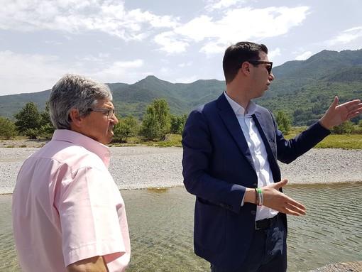 """Sopralluogo del candidato sindaco Calleri e degli assessori regionali Giampedrone e Mai a Bastia d'Albenga: """"L'argine è distrutto, bisogna intervenire, ma servono i progetti"""""""
