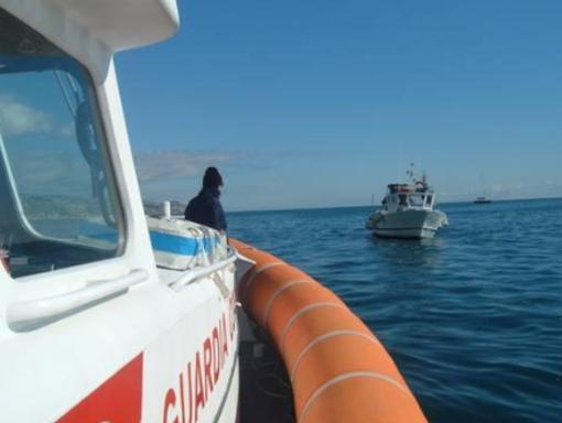 Accusa malore sulla scogliera ad Andora: intervento della Guardia Costiera