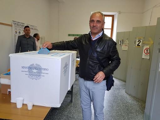 Albisola Superiore, il candidato sindaco Maurizio Garbarini ha votato