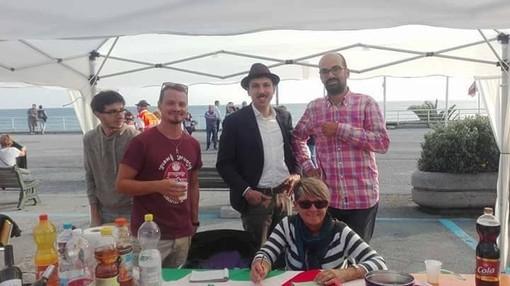 """Albisola, il circolo Pd organizza l'asta benefica """"CerAmica e non solo"""": esposte 8 opere di artisti del territorio"""