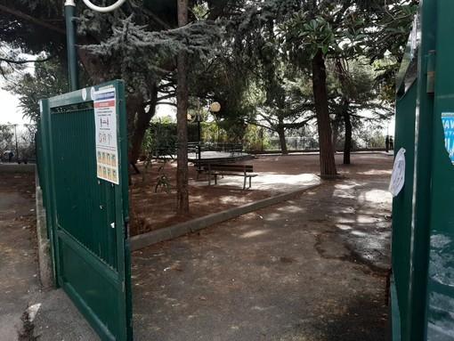 Savona, degrado giardini di via Turati: petizione e raccolta firme dei residenti al sindaco e al Consiglio comunale