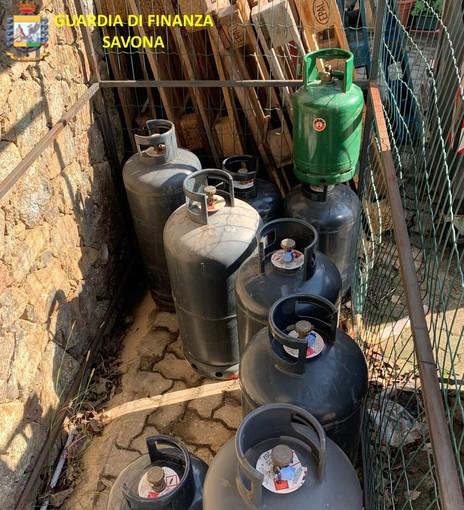 Celle, troppe bombole di Gpl stoccate non in sicurezza: 53 sequestrate dalla Finanza e denunciato il proprietario
