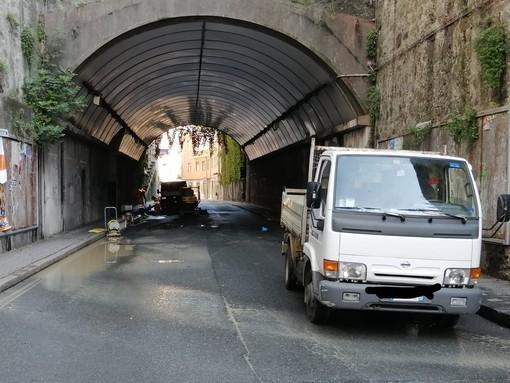Savona, si rompe un tubo nella galleria del Garbasso: strada chiusa fino a lunedì