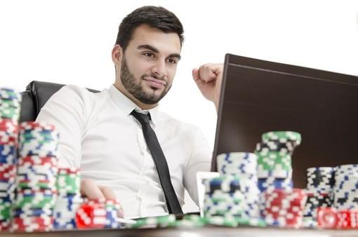 Stop completo al gioco d'azzardo, anche online, nel centro storico e a Sampierdarena