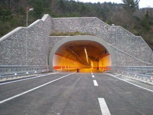 Anas: programmati gli interventi di manutenzione degli impianti sulla strada statale 1 dir/A di Vado Ligure