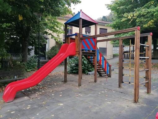 Dego, missione compiuta per l'Avis: completato il restyling dell'area giochi in piazza del monumento (FOTO)