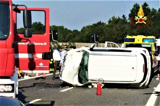 Due incidenti stradali sulla Torino-Savona, poco distanti uno dall'altro: una decina in totale i feriti, tra cui anche bambini (FOTO)