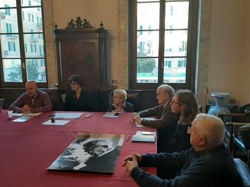 """Savona, commissione per l'opera dedicata a Sandro Pertini, il sindaco spegne le polemiche: """"Scelti esterni e non rappresentanti locali per imparzialità"""" (VIDEO)"""