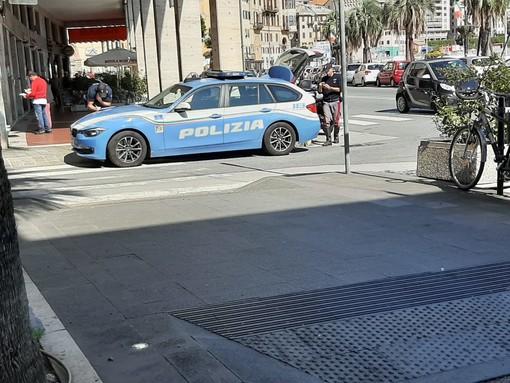 Savona, scontro tra moto e auto in via Gramsci: un codice giallo al San Paolo, pesanti disagi al traffico
